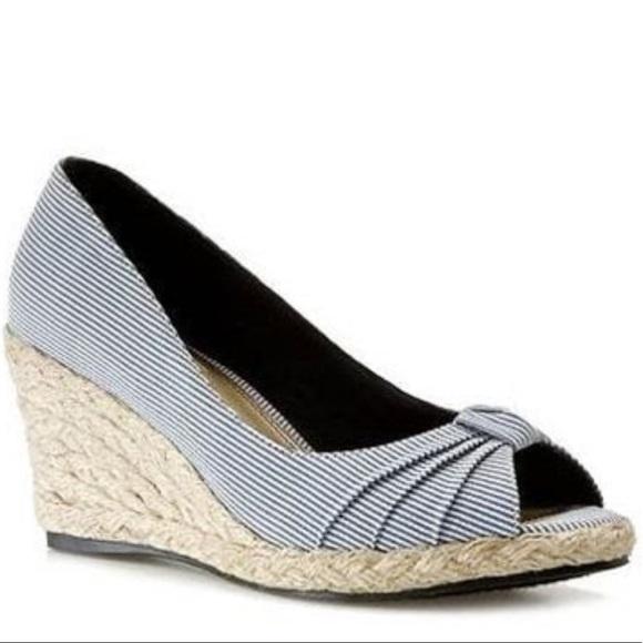 510c2465a0e Life Stride Shoes - Life Stride Rhonda wedge sandals Sz 5.5